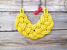 Cuerda cuerda nudo collar amarillo por NasuKka en Etsy