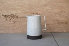 white pitchers 01.jpg