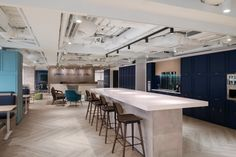 FP Marine and Howden Insurance Brokers Offices - Hong Kong - Office Snapshots Modern Office Design, Workplace Design, Corporate Design, Office Designs, Interior Design And Technology, Banks Office, Startup Office, Insurance Broker, Waiting Area