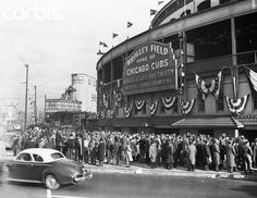 Here 1945 fans in Chicago buying World Series tickets at Wrigley for final 1945 Cubs vs Tigers game Vintage Photographs, Vintage Photos, Vintage Artwork, World Series Tickets, Wrigley Field Chicago, Chicago Cubs World Series, Chicago Cubs History, Chicago Art, Chicago Style