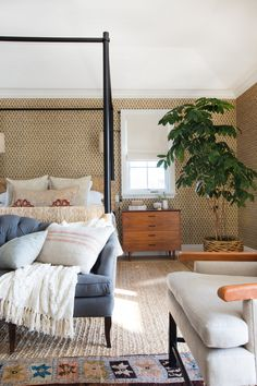 These Bedroom Window Treatment Ideas Have You Covered This gui. These Bedroom Wi Guest Room Decor, Bedroom Decor, Bedroom Ideas, Design Bedroom, Bedroom Furniture, Selling Furniture, Online Furniture, Traditional Venetian Blinds, Arched Window Treatments