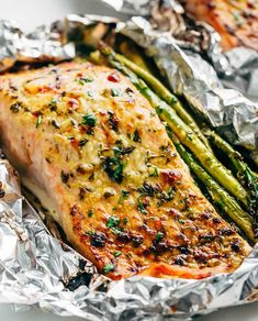 Lemon Parmesan Salmon & Asparagus Foil Packs are so easy to make, and are packed. - Lemon Parmesan Salmon & Asparagus Foil Packs are so easy to make, and are packed with flavour! Grilled Salmon Recipes, Fish Recipes, Seafood Recipes, Cooking Recipes, Healthy Recipes, Grilled Fish, Yummy Recipes, Lemon Recipes, Salmon Low Carb Recipes