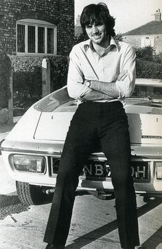 October 17 George Best shows off his new Lotus Europa New Lotus, Lotus Car, Manchester United Legends, Manchester United Football, Retro Football, E Type, Man United, Green Shirt, Football Players