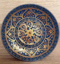 Dot Art Painting, Mandala Painting, Ceramic Painting, Mandala Art, Circle Art, Plate Art, Art Plastique, Mandala Design, Fractal Art