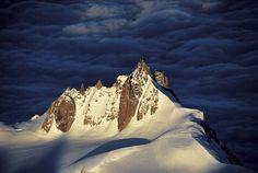L'Aiguille du Midi dans le massif du Mont-Blanc, Haute-Savoie, France © Yann Arthus-Bertrand