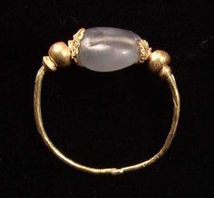 A RARE HELLENISTIC GOLD AND SAPPHIRE RING, ca. 3rd-1st century BC