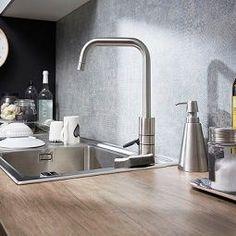 Envie de rajeunir votre cuisine à peu de frais ? Côté Maison vous présente 9 astuces pour relooker vos meubles de cuisine sans les changer...