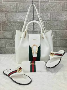 Love love love - Gucci Purses - Ideas of Gucci Purses - Love love love Popular Handbags, Cute Handbags, Cheap Handbags, Chanel Handbags, Fashion Handbags, Purses And Handbags, Fashion Bags, Handbags Online, Classic Handbags