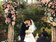 Song Joong Ki and Song Hye Kyo married on October 2017 Korean Celebrities, Korean Actors, Korean Dramas, Celebs, Wedding Couples, Cute Couples, Wedding Pics, Wedding Ceremony, Decendants Of The Sun