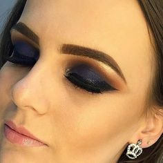 Trabalho perfeito! #embelezarmos  @crispazini  @crispazini  @crispazini - - - - - - - #maquiagem #universodamaquiagem #perfeito #lindo #embelezarmos #maquiagem #instamakeup #makeup #instalove #maravilhoso #fashion #hudabeauty #stunning #vegas_nay #girls #girl #pausaparafeminices #auroramakeup #linda #bela #beleza #delineado #divulga #sdv #likes #anastaciabeverlyhills #Mac #delineado #puxaogatinho #fazolhao #instagirl