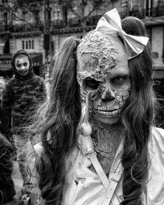 #zombies @#zombiewalk2017  in #paris si vous reconnaissez le zombien'hésitez pas à  le tag .. . . . .  #undead #twd #thewalkingdead #zombie  #photographer #photo #picture #zombiewalk #sfx #zombiewalkparis2017 #cosplay #cosplays #cosplayer #cosplayers #cosplaygirl #geekgirl #geeks #geek #makeup #walkingdead #sfxmakeup #photography #pics #walkers #photoshoot #horror #zwp2017