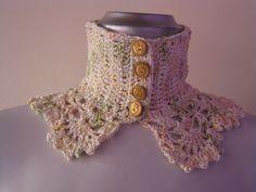 Cuello/Collar tejido a crochet con hilo matizado, realizado en punto entero y abanicos.