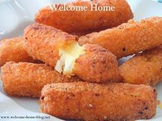 I saw a recipe for mozzarella sticks on the food channel a few years ago and decided to make home made versus buying those frozen kind in. Homemade Cheese Sticks, Fried Cheese Sticks, Homemade Pasta, Beignets, Deep Fryer Recipes, Great Recipes, Favorite Recipes, Easy Recipes, Snacks Recipes