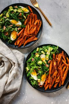Kale Salad with Crispy Sweet Potato Salada de Couve com Batata Doce Crocante Salade Healthy, Healthy Salad Recipes, Vegetarian Recipes, Paleo Kale Salad, Whole30 Recipes Lunch, Kale Salads, Kale Recipes, Paleo Meals, Whole 30 Salads