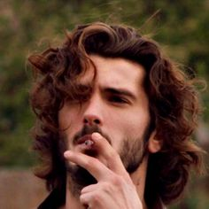 Up to date news, videos, articles and information in English about the Spanish actor Yon González Hair And Beard Styles, Curly Hair Styles, Photo Hacks, Spanish Men, Wavy Hair Men, Attractive People, Male Face, Haircuts For Men, Gorgeous Men