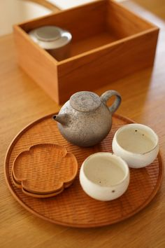 Tea Restaurant, Japanese Table, Asian Cake, Kitchenware, Tableware, Japanese Tea Ceremony, Cottage Kitchens, Japanese Pottery, Drinking Tea