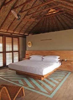 Tète de lit avec tables de chevet intégrées...