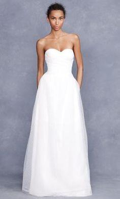 such a simple wedding dress! so elegant!