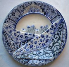 RARE-French-Majolica-blue-plate-Asparagus-under-an-embroidered-towel