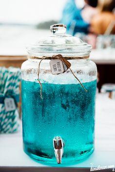 beach wedding tourqoise bunch food paste väripasta värjää booli turkoosi DeKuyper Blueberry Kim Öhman Visuals booliohje