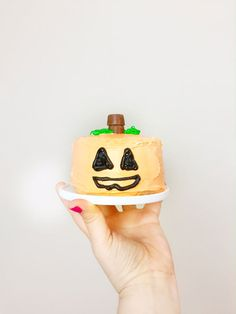 Candy Surprise Mini Halloween Pumpkin Cakes! ⋆ Brite and Bubbly