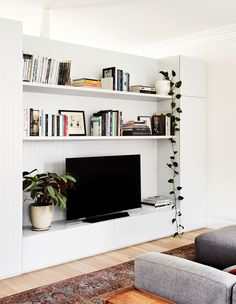 City oasis styling bookshelves, bookcases, tv built in, lounge areas, casua Living Room Built Ins, Living Room Wall Units, Living Room Tv, Home And Living, Living Spaces, Dining Room, Built In Tv Wall Unit, Tv Built In, Tv Wanddekor