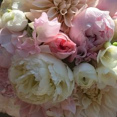 Wedding season is HERE!!! #handtiedbouquet  #dvflora #peonies #hydrangea #gardenroses #sweetpeas #ranunculus #cafeaulait #dahlias #theknot #smithvilleinn #weddingwire #floristofyourdreams by pocketfullofposiesflorist