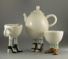 2006 Lustre Pottery Walking Ware Teaset + 2 cups