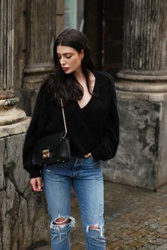 BIK BOK sweater, Levi's 501 Skinny jeans, Furla Metropolis bag (all via Zalando) + Apart earrings, Aquazzura heels ...