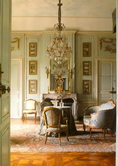 Fabulously French: Love everything….about this room: why I sell French antique… Fabulously French: Love everything….about this room: why I sell French antiques. French Decor, French Country Decorating, Regal Design, Interior Decorating, Interior Design, Decorating Ideas, Design Art, Decor Ideas, Interior Paint
