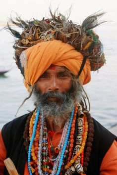 Beautiful portrait of an Indian man with impeccable style, exuding a powerful beauty. Varanasi, We Are The World, People Around The World, Population Du Monde, Beautiful World, Beautiful People, Mode Costume, Tribal People, Indian Man
