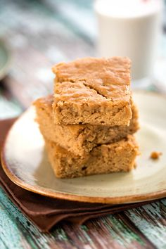 Moist and sweet, these vegan butterscotch blondies by Hannah Kaminsky are a nostalgic treat, and super simple and quick to make. Vegan Baking Recipes, Delicious Vegan Recipes, Cookie Recipes, Dessert Recipes, Vegetarian Recipes, Butterscotch Blondie Recipe, Butterscotch Blondies, Vegan Treats, Vegan Desserts