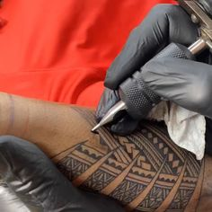 Framing up this old ink with Samoan tattoos. Designed and tattooed by Michael Fatutoa tattoo freehand tattooing Samoan style Michael Fatutoa Samoan Tribal Tattoos, Tribal Sleeve Tattoos, Tattoo Sleeve Designs, Leg Tattoos, Cute Tattoos, Tattoos For Guys, Polynesian Leg Tattoo, Maori Tattoo Designs, Tattoo Forearm