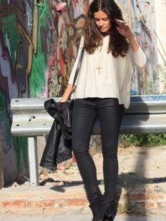 vanessa122394 Outfit  urban rock  Invierno 2012. Combinar Jersey Beige Massimo Dutti, Pantalones Negros Zara, Joyas-Bisutería Dorada Mango, Cómo vestirse y combinar según vanessa122394 el 15-10-2012