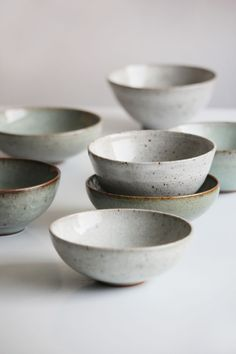 Florian Gadsby. Crackle bowls of various sizes, dark green and white glazes.