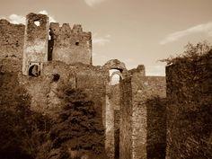 Un documentar extraordinar cu : Cetatea Soimos Cetatea Siria Cetatea Dezna Romania, Monument Valley, Ale, Nature, Travel, Syria, Naturaleza, Viajes, Ales