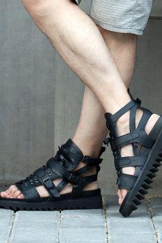 Black Platform Sandals, Leather Sandals, Gladiator Sandals For Men, Adidas Sandals, Leather Slippers For Men, Mens Boots Fashion, Black Adidas, Leather Men, British Style