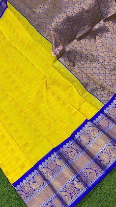 Beginner Crochet Projects, Crochet For Beginners, Saree Design Patterns, Picnic Blanket, Outdoor Blanket, Weaving Designs, Saree Models, Silk Sarees, Colours