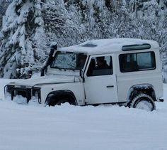 Land Rover Defender 90 Td5 Sw. Very bad weather conditions
