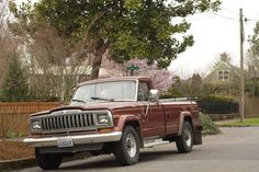 OLD PARKED CARS.: 1986 Jeep J20.