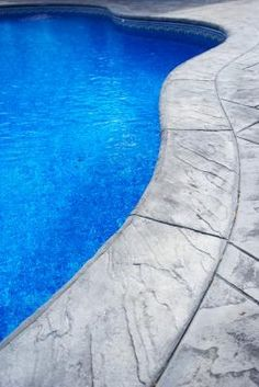 What Is the Effect of Chlorine on pH in a Pool?