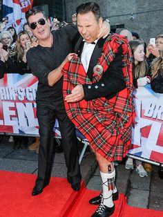 Brilliant picture of Simon and David :D Star Tracks: Tuesday, January 2015 Tv Judges, Britain's Got Talent Judges, America's Got Talent, Love Simon, Britain Got Talent, Dance Music Videos, Star Track, Men In Kilts, Simon Cowell