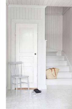 Much too white! Cheap Dorm Decor, Cheap Rustic Decor, Quirky Home Decor, Cute Home Decor, Interior Stairs, Home Interior Design, Decor Scandinavian, Home Remodeling Diy, Living Room Remodel