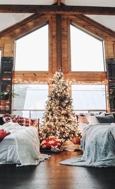 Cabin Christmas Decor, Christmas Bedroom, Cozy Christmas, Christmas Presents, Christmas Time, Christmas Decorations, Holiday Decor, Christmas Ideas, Country Christmas