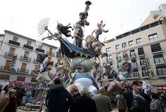 6) Festival de Las Fallas: España  En Valencia del 15 al 19 de marzo, se celebra a San José, patrón de los carpinteros. El origen del nombre viene de la quema de hogueras que se realizaba para anunciar el comienzo de la festividad, quemando estructuras que simbolizan la llegada de la primavera.