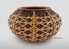 As a fellow basket weaver, I dream to be as awesome as Flo Hoppe. This basket is amazing!