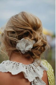 Jazzy this is what i want to do for winterball! Minus the flower. Its all messy and i think i could do it with my short hair!