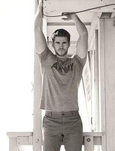 25. #chemise armée - 33 #photos des frères #Hemsworth pour faire Qu'explosent vos #ovaires... → #Celebs