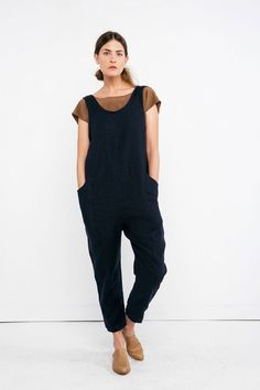 Clyde Jumpsuit in Midweight Linen – Elizabeth Suzann Capsule Wardrobe Mom, Summer Wardrobe, Summer Minimalist, Minimalist Wardrobe, Jumpsuit Dress, Silk Crepe, Fashion Quotes, Minimal Fashion, Handmade Clothes