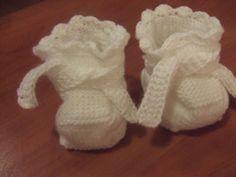 Wełniane buciki dla niemowlaczka.